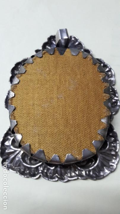 Antigüedades: Relicario enn caja repujada plateada Virgen Macarena Sevilla. - Foto 3 - 169174740