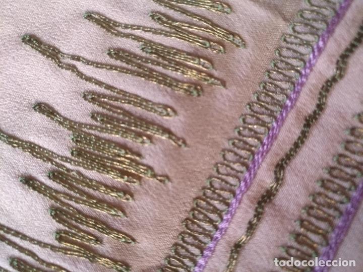 Antigüedades: bordado oro metal espectacular colcha manto virgen divina pastora o manton falda regional rosa - Foto 5 - 169176828