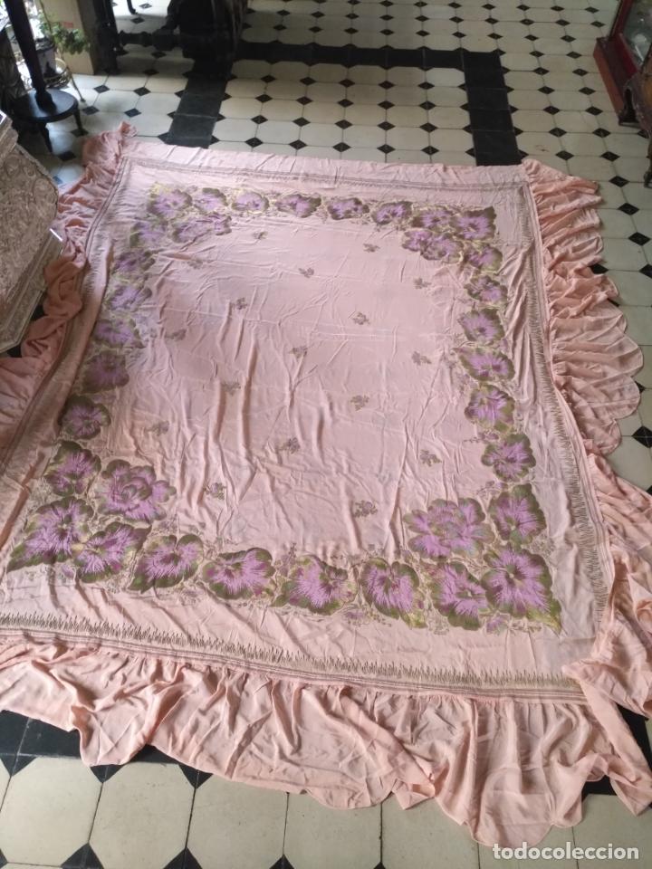 Antigüedades: bordado oro metal espectacular colcha manto virgen divina pastora o manton falda regional rosa - Foto 10 - 169176828