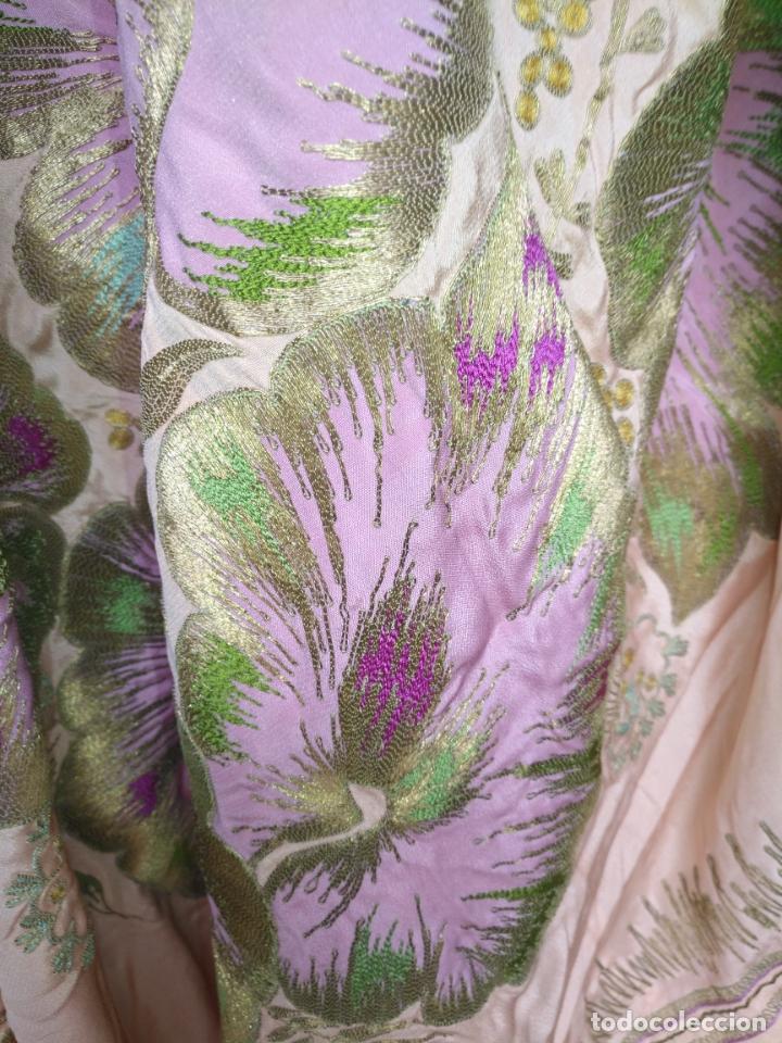 Antigüedades: bordado oro metal espectacular colcha manto virgen divina pastora o manton falda regional rosa - Foto 12 - 169176828