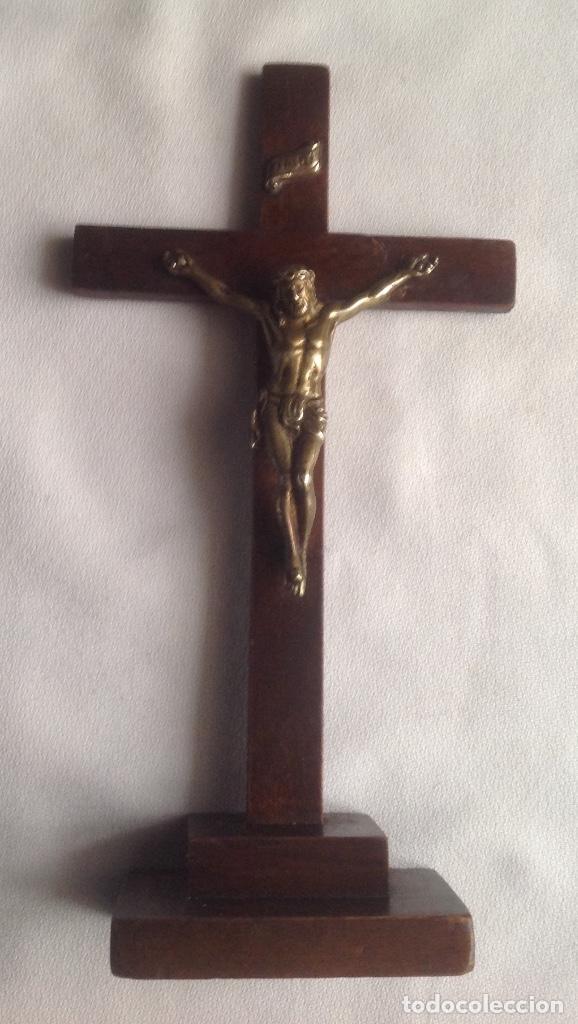 Antigüedades: ANTIGUA CRUZ CON CRISTO, CRUZ CON BASE SOBREMESA EN MADERA Y CRISTO EN METAL - Foto 2 - 169190188