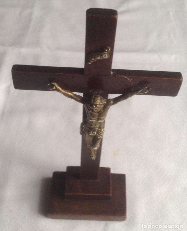 ANTIGUA CRUZ CON CRISTO, CRUZ CON BASE SOBREMESA EN MADERA Y CRISTO EN METAL (Antigüedades - Religiosas - Artículos Religiosos para Liturgias Antiguas)