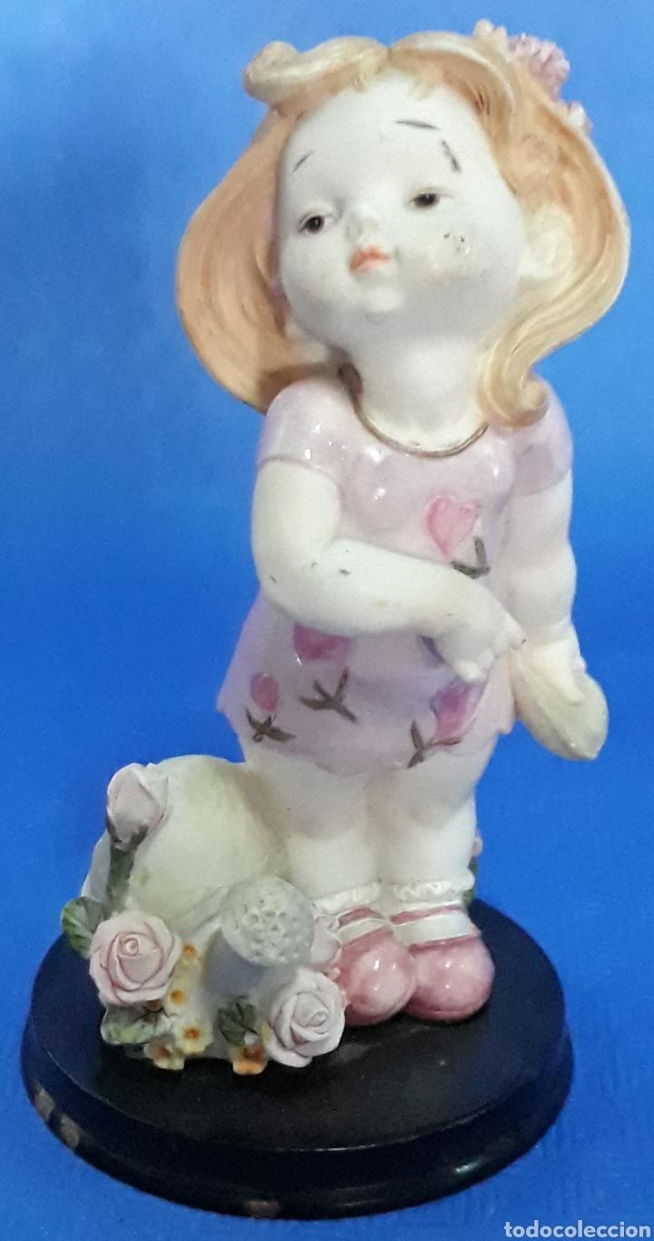 FIGURA NIÑA EN EL JARDIN (Antigüedades - Hogar y Decoración - Figuras Antiguas)