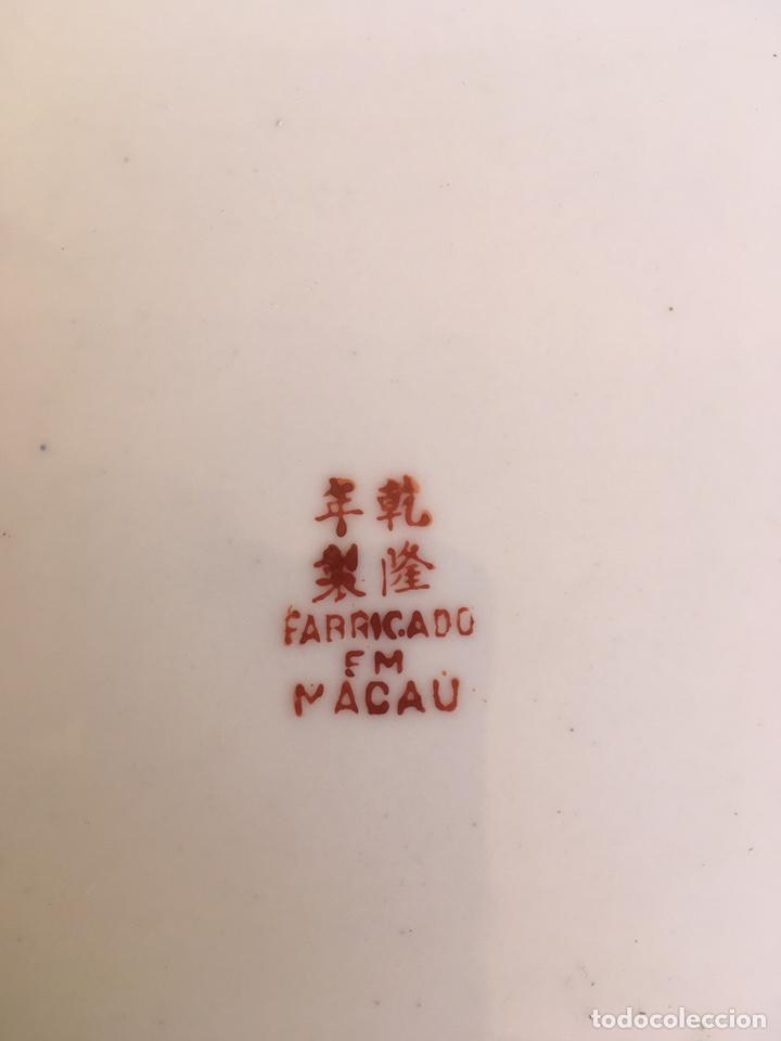 Antigüedades: GRAN PLATO DE 25 CTM DE DIAMETRO, DE PORCELANA DE MACAO SIGLO XX, SELLO EN LA BASE, MACAU - Foto 4 - 169202312