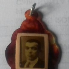 Antigüedades: RECORDATORIO FUNERARIO MEDALLA SIMIL CAREY CON FOTO DIFUNTO. S.XIX. Lote 169204472