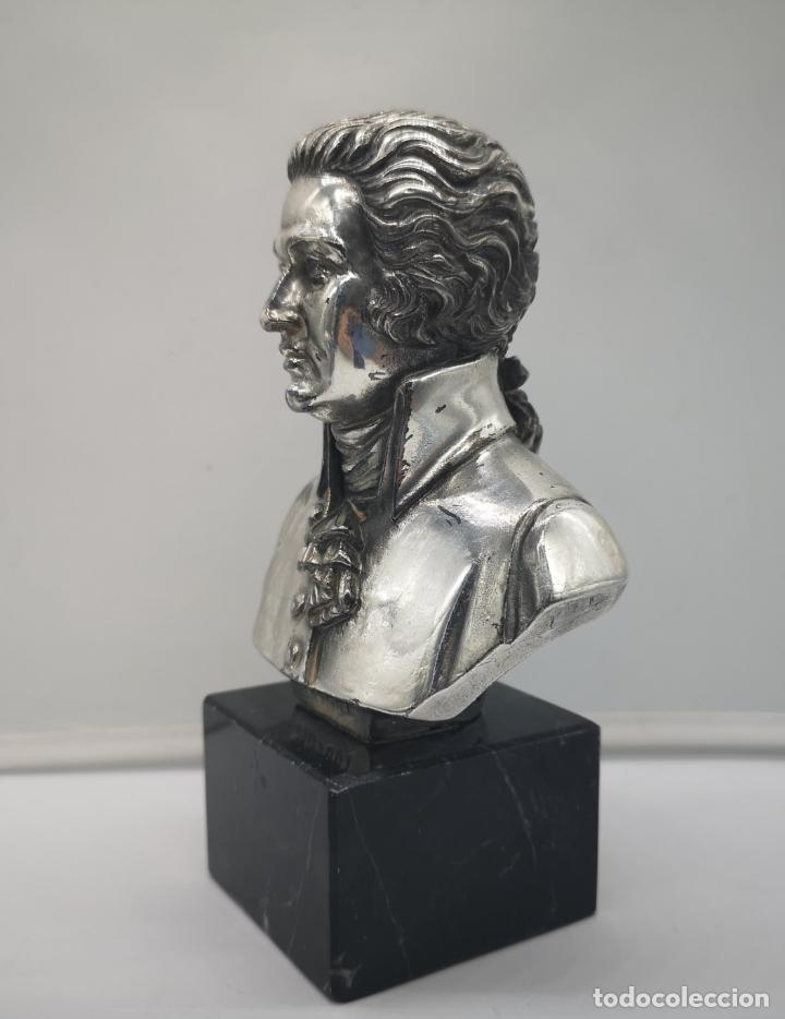 Antigüedades: Busto antiguo de Wolfgang Amadeus Mozart laminado en plata de ley sobre peana de mármol . - Foto 2 - 169226000