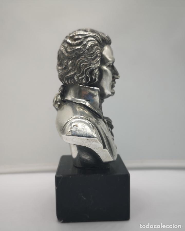 Antigüedades: Busto antiguo de Wolfgang Amadeus Mozart laminado en plata de ley sobre peana de mármol . - Foto 4 - 169226000