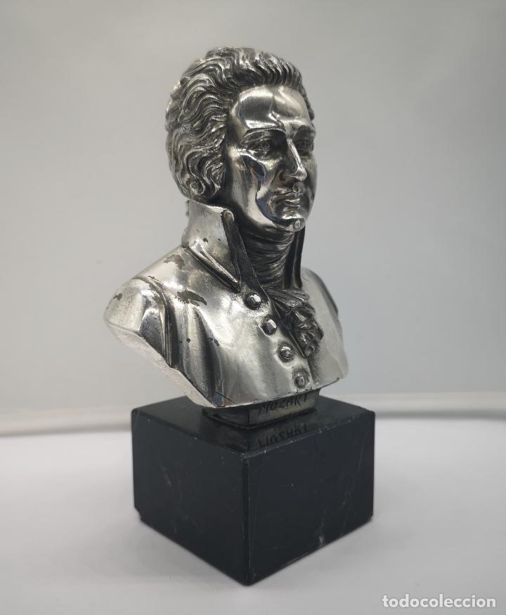 Antigüedades: Busto antiguo de Wolfgang Amadeus Mozart laminado en plata de ley sobre peana de mármol . - Foto 5 - 169226000