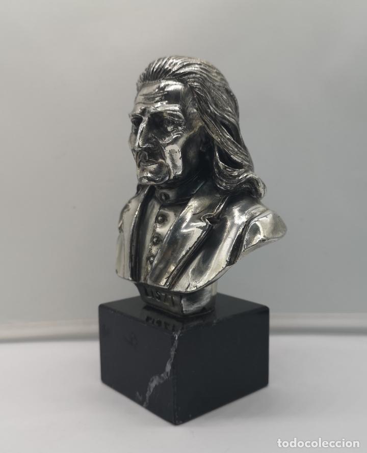 Antigüedades: Busto antiguo del compositor Franz Liszt laminado en plata de ley sobre peana de mármol . - Foto 2 - 169227888