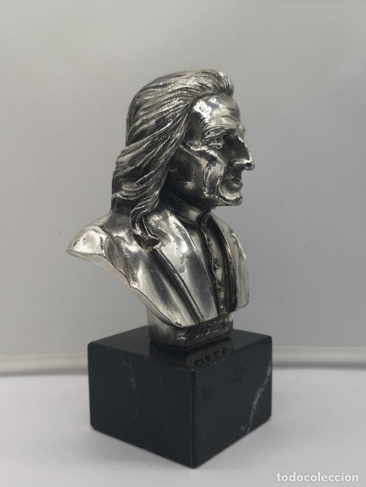 Antigüedades: Busto antiguo del compositor Franz Liszt laminado en plata de ley sobre peana de mármol . - Foto 5 - 169227888