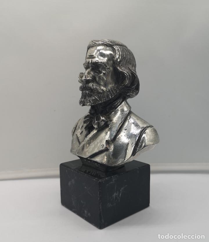 Antigüedades: Busto antiguo de Giuseppe Verdi laminado en plata de ley sobre peana de mármol . - Foto 2 - 169230064