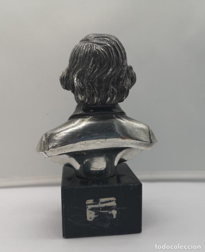 Antigüedades: Busto antiguo de Giuseppe Verdi laminado en plata de ley sobre peana de mármol . - Foto 3 - 169230064