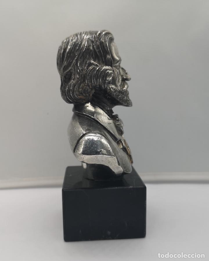 Antigüedades: Busto antiguo de Giuseppe Verdi laminado en plata de ley sobre peana de mármol . - Foto 4 - 169230064