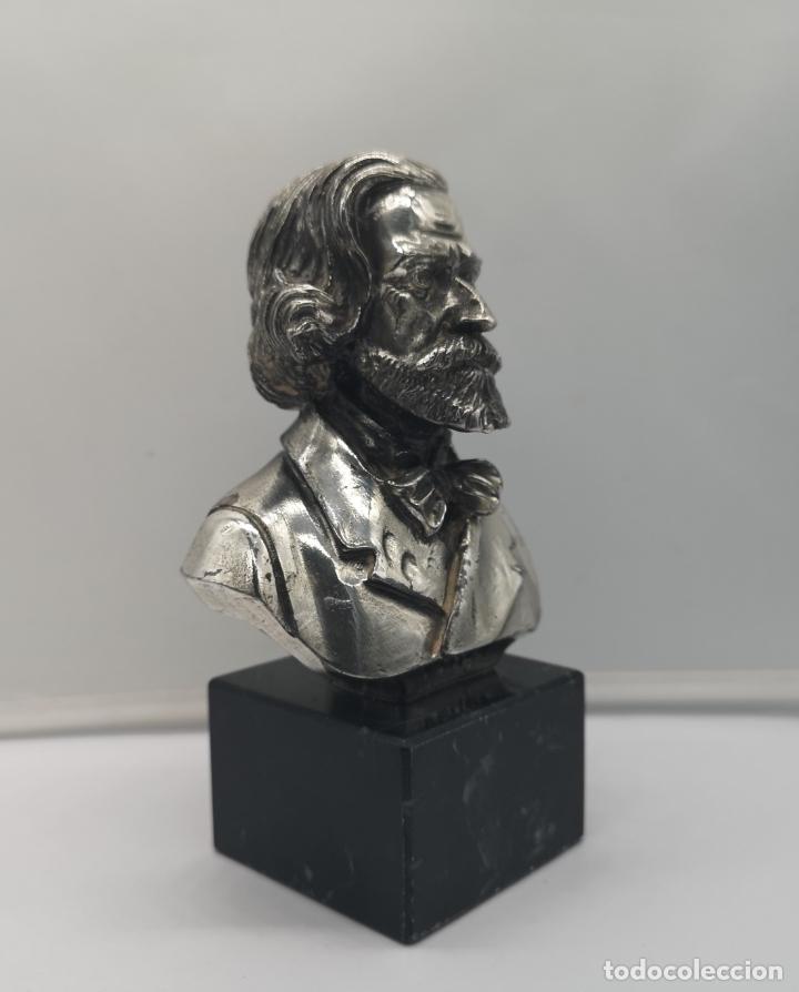 Antigüedades: Busto antiguo de Giuseppe Verdi laminado en plata de ley sobre peana de mármol . - Foto 5 - 169230064