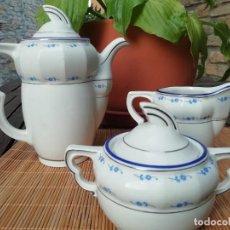 Antigüedades: CAFETERA AZUCARERO Y LECHERITA JAGER AÑOS 30 FLORECITAS AZULES E HILO DE PLATA. Lote 169232720