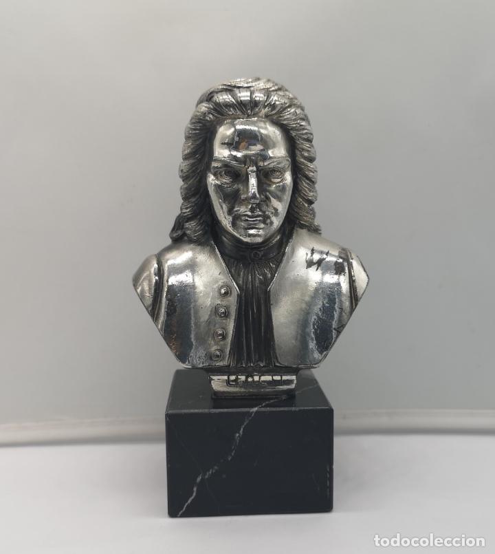 BUSTO ANTIGUO DE JOHANN SEBASTIAN BACH LAMINADO EN PLATA DE LEY SOBRE PEANA DE MÁRMOL . (Antigüedades - Platería - Bañado en Plata Antiguo)