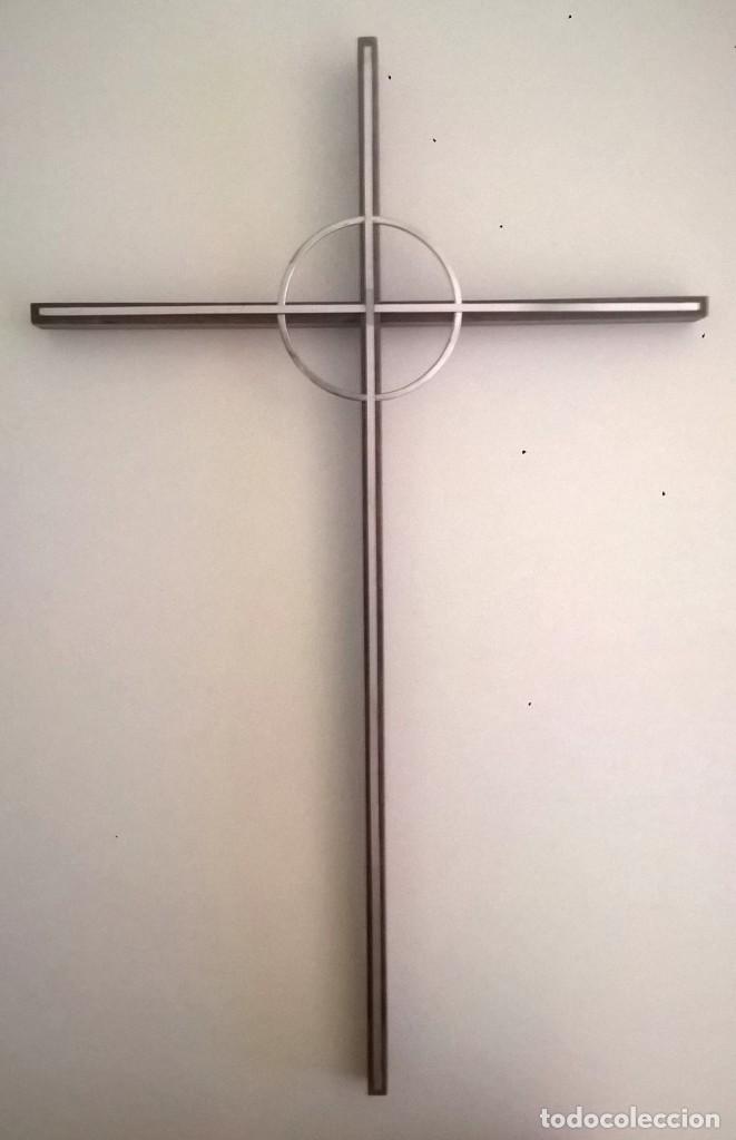 ANTIGUA CRUZ DE PARED - MADERA Y METAL (Antigüedades - Religiosas - Cruces Antiguas)