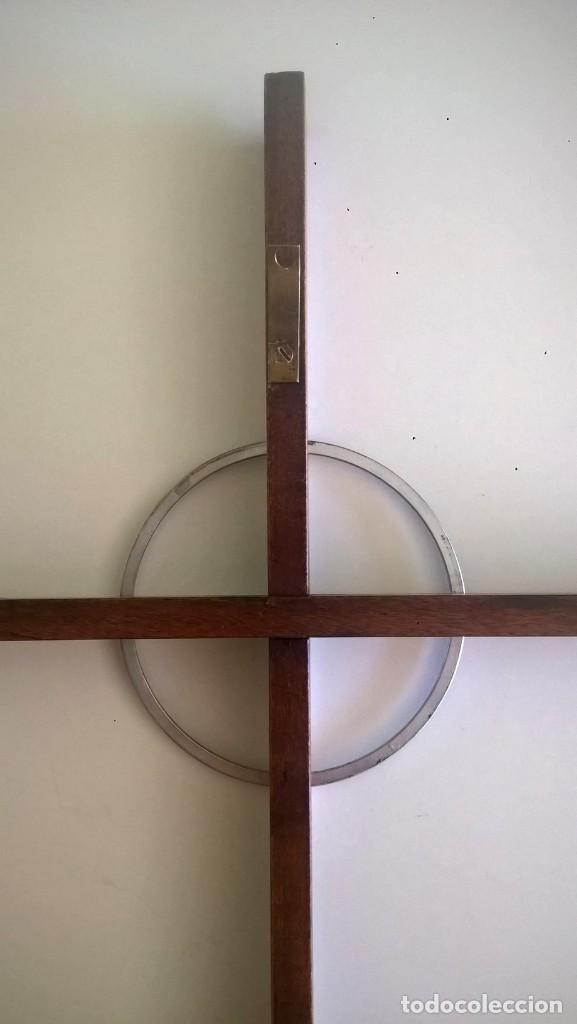 Antigüedades: ANTIGUA CRUZ DE PARED - MADERA Y METAL - Foto 11 - 169244968