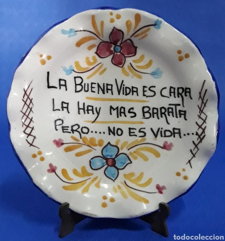 CERAMICA PLATO DECORADO LA VIDA ES CARA ... (Antigüedades - Porcelanas y Cerámicas - Otras)