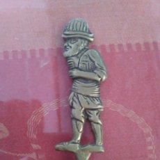 Antigüedades: LOTE DE CINCO PINCHOS MORUNOS EN BRONCE Y ACERO, CON DIFERENTES FIGURAS DE DECORACIÓN.. Lote 169284252