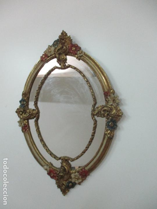 Antigüedades: Bonito Espejo Ovalado - Madera y Estuco Dorado y Pintado - Años 50 - Foto 2 - 169322308