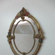 Antigüedades: BONITO ESPEJO OVALADO - MADERA Y ESTUCO DORADO Y PINTADO - AÑOS 50. Lote 169322308