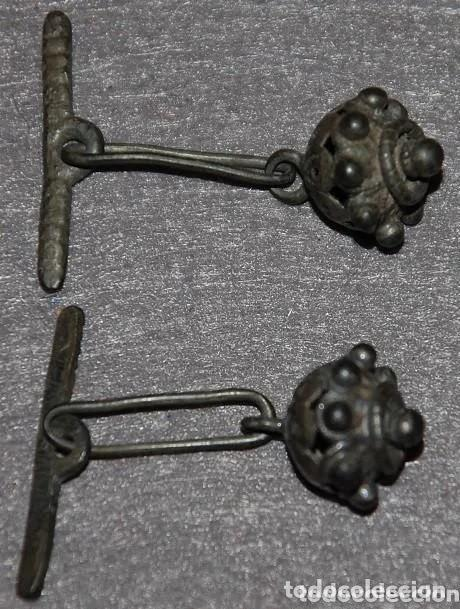 Antigüedades: DOS BOTONES CHARROS DE PLATA VIEJA PARA CAMISA SIGLO XVIII-02 - Foto 3 - 169354980