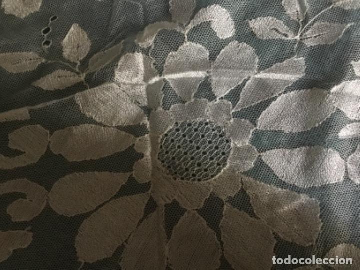 Antigüedades: Antigua mantilla encaje granadino 162 x 62 - Foto 4 - 169373332