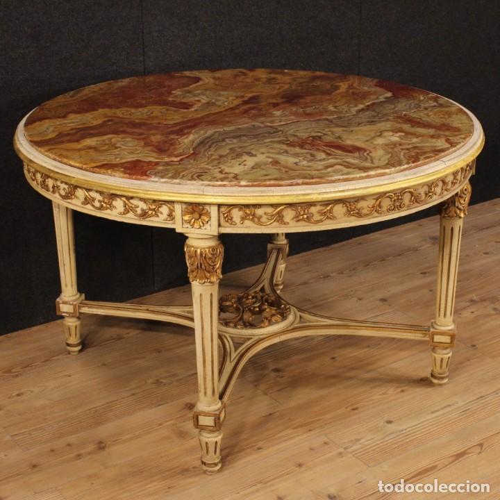 MESA REDONDA ITALIANA LACADA Y DORADA EN ESTILO LUIS XVI. (Antigüedades - Muebles Antiguos - Mesas Antiguas)