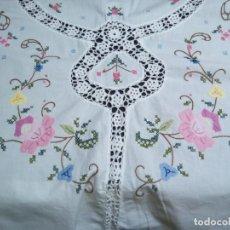 Antigüedades: * MANTEL REDONDO BORDADO A MANO 1,65 M. (FC:E-4/D). Lote 230966430