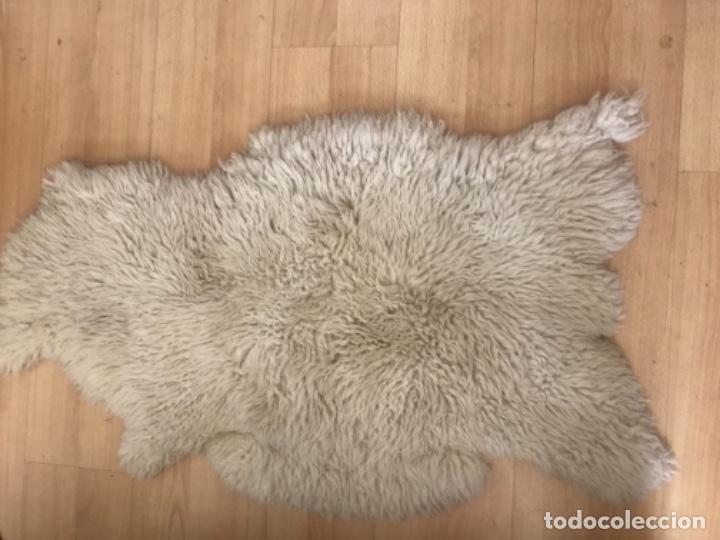 Antigüedades: alfombra de lana de oveja pura,pelo largo y rizado con la piel por la parte posterior,suelo o pared - Foto 6 - 169394232