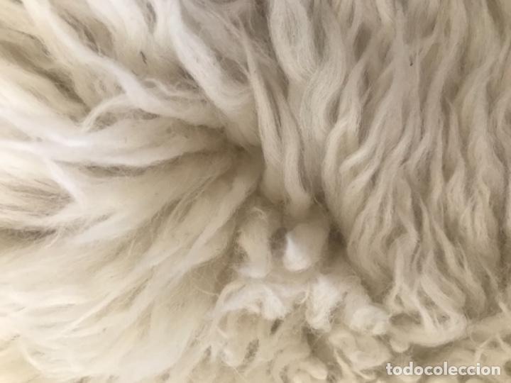 Antigüedades: alfombra de lana de oveja pura,pelo largo y rizado con la piel por la parte posterior,suelo o pared - Foto 8 - 169394232