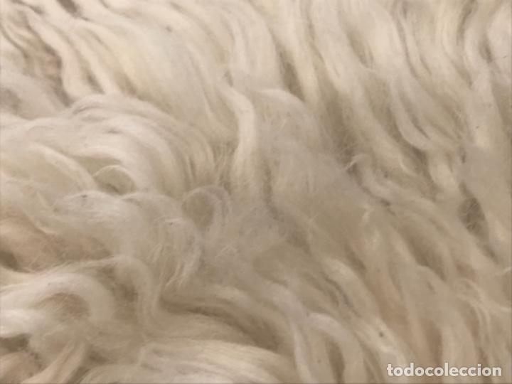 Antigüedades: alfombra de lana de oveja pura,pelo largo y rizado con la piel por la parte posterior,suelo o pared - Foto 9 - 169394232