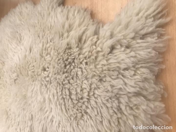 Antigüedades: alfombra de lana de oveja pura,pelo largo y rizado con la piel por la parte posterior,suelo o pared - Foto 10 - 169394232