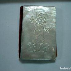 Antigüedades: CARNET DE BAILE, TAPAS EN NACAR CON RELIEVE. Lote 169400960