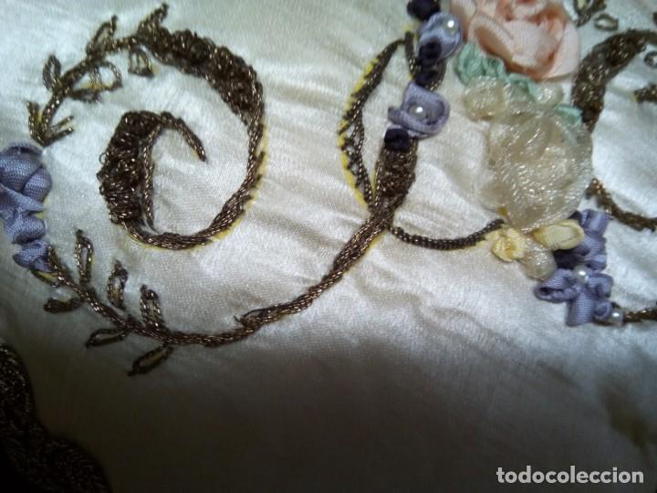 Antigüedades: *COJIN ALFILETERO.SEDA BORDADA A MANO. (Rf: 189/*) - Foto 3 - 169406436