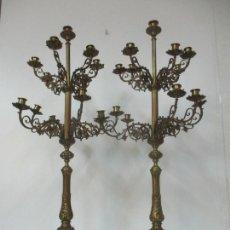 Antigüedades: PRECIOSA PAREJA DE CANDELABROS - BRONCE CINCELADO - 13 LUCES CADA CANDELABRO - 1 METRO DE ALTURA. Lote 169424088