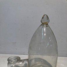 Antigüedades: BEBEDOR DE PAJAROS DE VIDRIO SOPLADO CATALAN ANTIGUO.. Lote 169426361