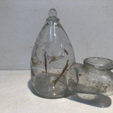 Antigüedades: BEBEDOR DE PAJAROS DE VIDRIO SOPLADO CATALAN ANTIGUO.. Lote 169426760