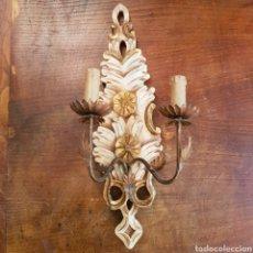 Antigüedades: BONITO APLUQUE EN MADERA Y HIERRO SOBREDORADO. Lote 169434670