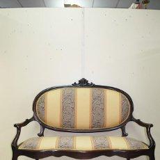 Antigüedades: SOFÁ ANTIGUO ISABELINO EN MADERA DE CAOBA. Lote 169434732