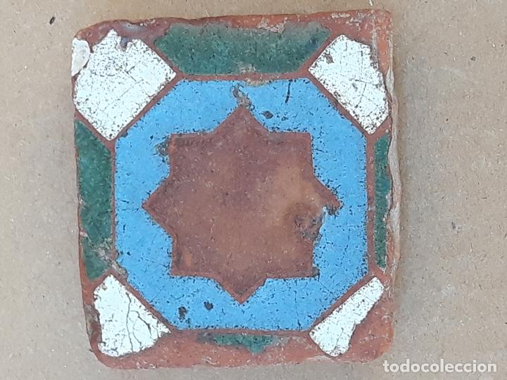 AZULEJO ANTIGUO DE TOLEDO / SEVILLA- OLAMBRILLA - ARISTA - ARABE / MUDEJAR - SIGLO XV-XVI. (Antigüedades - Porcelanas y Cerámicas - Triana)