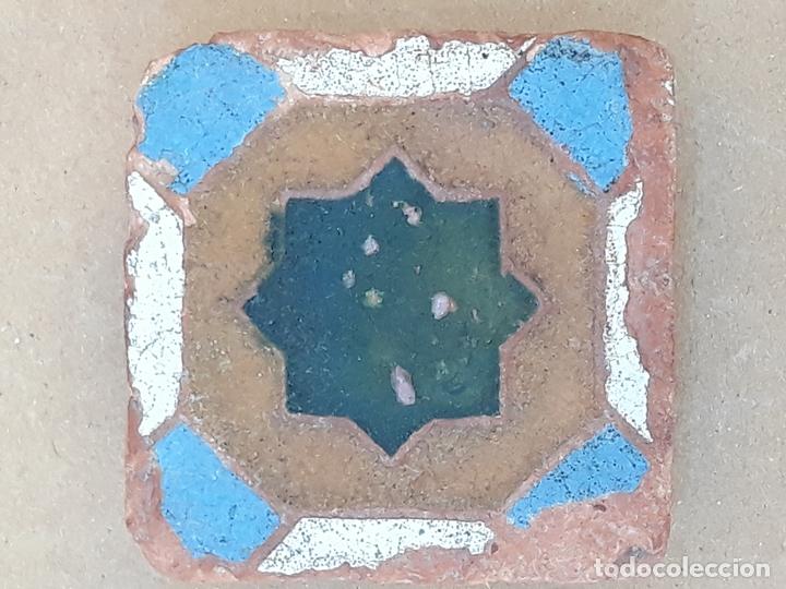 AZULEJO ANTIGUO DE TOLEDO / SEVILLA - HOLAMBRILLA - ARISTA - ARABE / MUDEJAR - SIGLO XV-XVI. (Antigüedades - Porcelanas y Cerámicas - Triana)