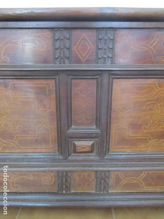 Antigüedades: Antigua Caja de Novia, Baúl, Arcón Catalán - Madera de Nogal y Marquetería - S. XVIII - Foto 9 - 169475608