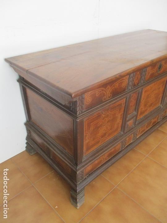 Antigüedades: Antigua Caja de Novia, Baúl, Arcón Catalán - Madera de Nogal y Marquetería - S. XVIII - Foto 10 - 169475608
