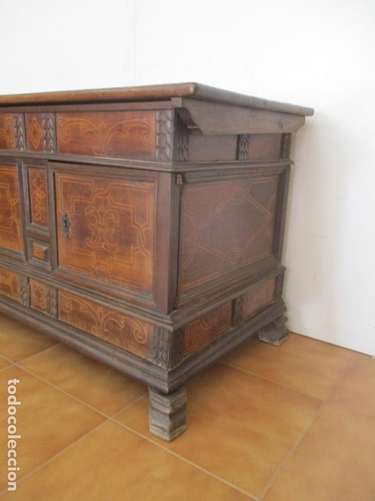 Antigüedades: Antigua Caja de Novia, Baúl, Arcón Catalán - Madera de Nogal y Marquetería - S. XVIII - Foto 11 - 169475608