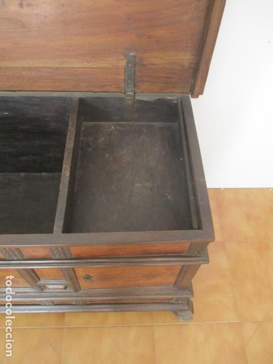 Antigüedades: Antigua Caja de Novia, Baúl, Arcón Catalán - Madera de Nogal y Marquetería - S. XVIII - Foto 14 - 169475608