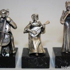 Antigüedades: CONJUNTO DE 3 MUSICOS EN PLATA DE LEY MONTADOS SOBRE PEANAS DE MARMOL. CIRCA 1960. Lote 169546252