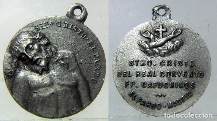 MEDALLA RELIGIOSA DEL SANTISIMO CRISTO DEL PARDO REAL CONVENTO PP CAPUCHINOS (Antigüedades - Religiosas - Medallas Antiguas)