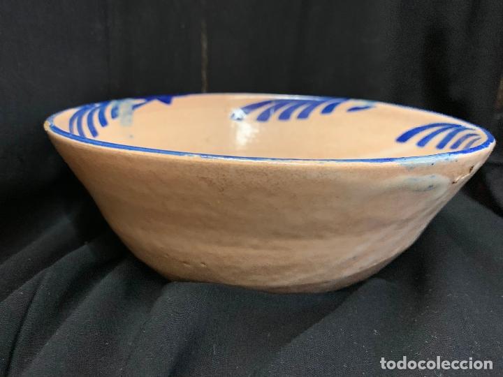 PRECIOSO BOL EN TERRACOTA PINTADO A MANO. MIDE 21CMS DE DIAMETRO X7 ALTO (Antigüedades - Porcelanas y Cerámicas - Otras)